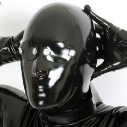 Mascara de látex anatómica con parches en los ojos