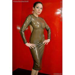 Vestido largo de látex con gran escote