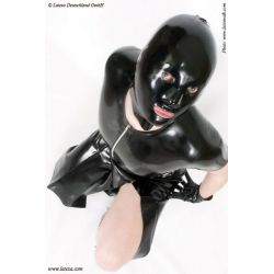 Mascara de látex anatómica con lazada