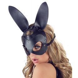 Máscara con orejas de conejo y correas ajustables, simila al cuero.